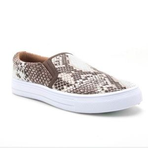 Qupid sneakers NIB